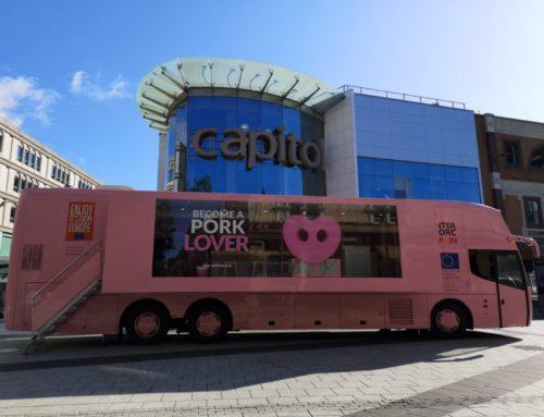 """""""PORK LOVERS TOUR"""" marque l'aboutissement de ses trois années de campagne et a rassemblé 50 000 visiteurs lors de ses tournées en Espagne et au Royaume-Uni."""